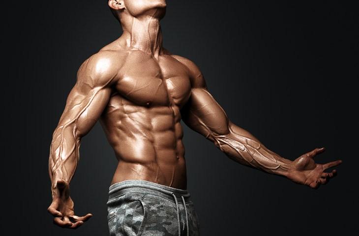 Injectie van Trenbolone Acetate in bodybuilding
